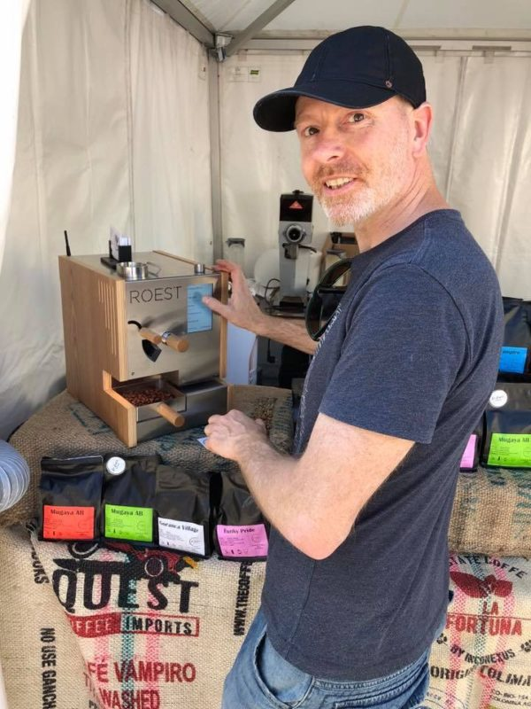 Mikel brenner kaffen så fersk som mulig